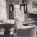 Das Wohnzimmer: Viele Familien wohnten sehr viel beengter und ärmlicher. Trieders Großvater wurde wohl als sehr wichtig eingeschätzt.