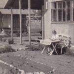 Sommer vor dem Haus mit selbst angelegtem Gemüsegarten