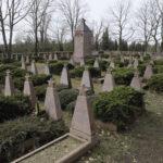 Elsterwerda in Brandenburg: Soldaten, Kriegsgefangene und Zwangsarbeiter wurden in den Kriegsjahren auf dem Ehrenfriedhof am Kiesgrubenweg beerdigt. Inzwischen ist die Identität der meisten der 3000 Toten bekannt.
