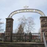 Schwerin: Neben Soldaten, KZ-Häftlingen und Zwangsarbeitern fanden auf dem Opfer-des-Faschismus-Friedhof auch deutsche Kommunisten ihre letzte Ruhe. Allerdings wurde auch dieser Friedhof mehrfach geschändet.