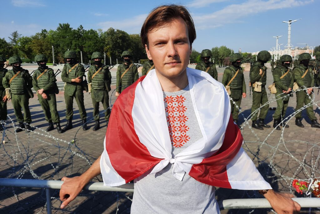 Vitali Alekseenok vor der geballten Staatsmacht in Belarus