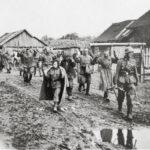 Gefangennahme einer Gruppe von Rotarmisten in den besetzten sowjetischen Gebieten.