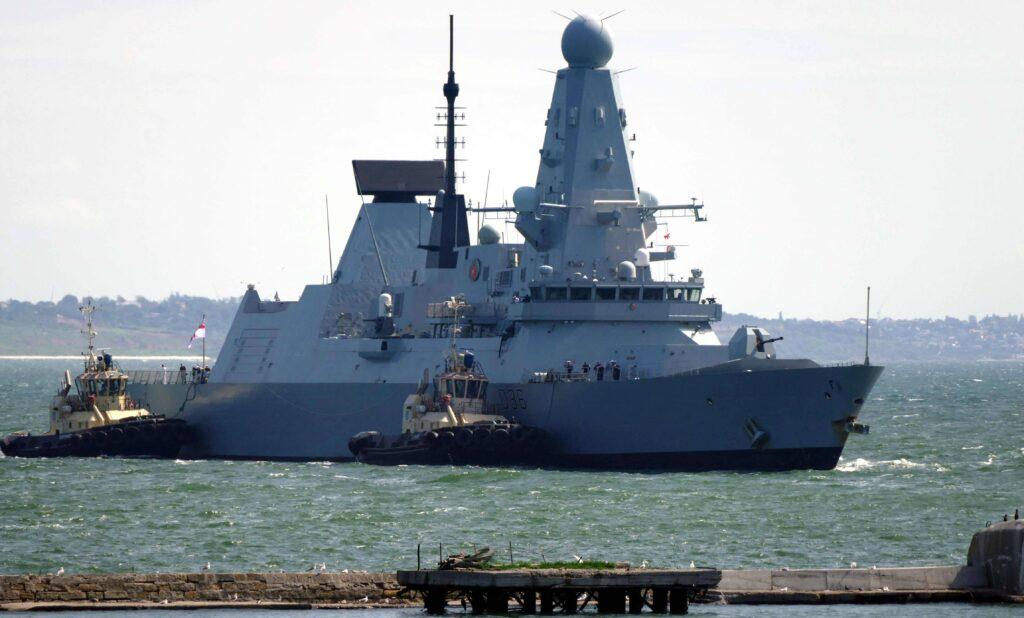 HMS Defender im Hafen von Odessa 18. Juni 2021