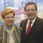 Jelena Hoffmann als Bundestagsabgeordnete mit Bundeskanzler Gerhard Schröder