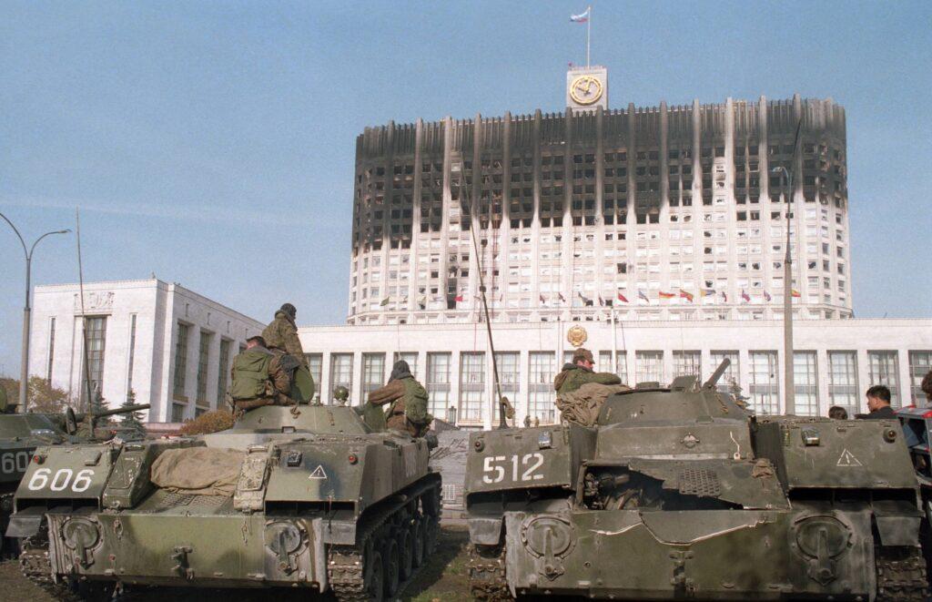 Niederlage für russische Europäer. Jelzin lässt das Parlament beschießen (1993).